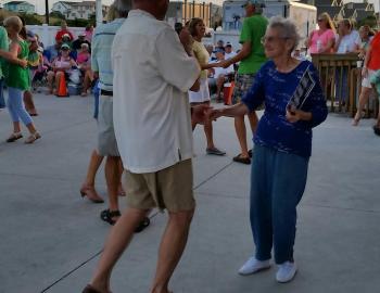 couple dancing shag carolina beach music